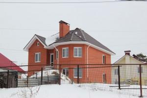 Дом из красного кирпича